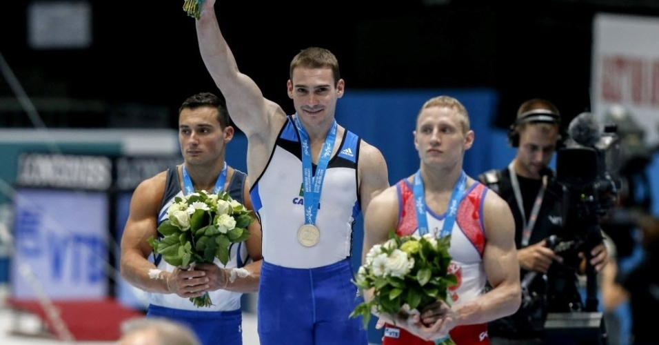 05.10.2013 - Arthur Zanetti morde a medalha de ouro após conquistar a prova das argolas no Mundial da Antuérpia
