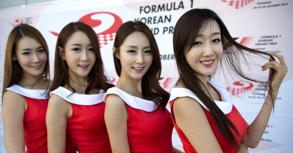 05.out.2013 - Grid girls posam depois da sessão de treinos para o GP da Coreia do Sul de Fórmula 1. Vettel larga na pole position