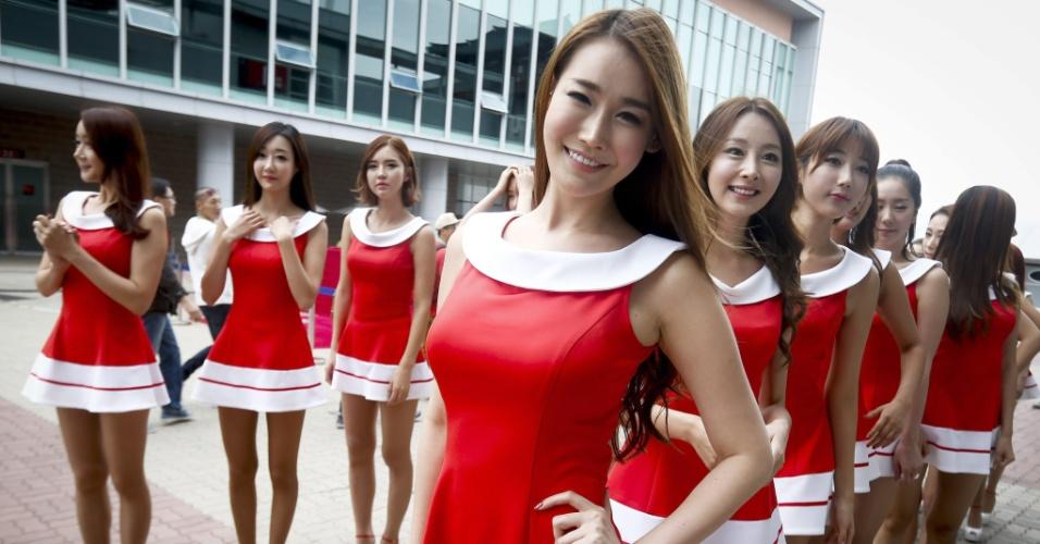 06.out.2013 - Grid Girls posam no paddock após a vitória de Vettel no GP da Coreia do Sul de Fórmula 1