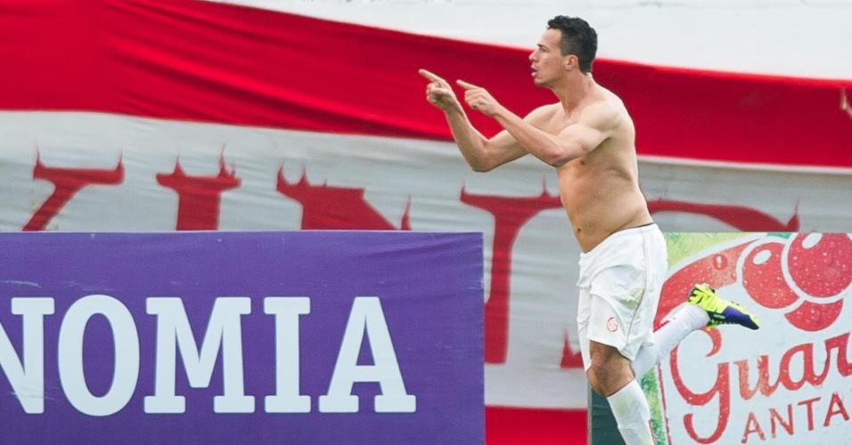 Leandro Damião comemora gol marcado em cima do Fluminense, em jogo válido pela 26ª rodada do Brasileirão