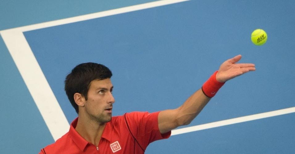 Novak Djokovic saca na final do torneio de Pequim, contra Rafael Nadal, que tomou a liderança do ranking do sérvio com seus resultados desta semana
