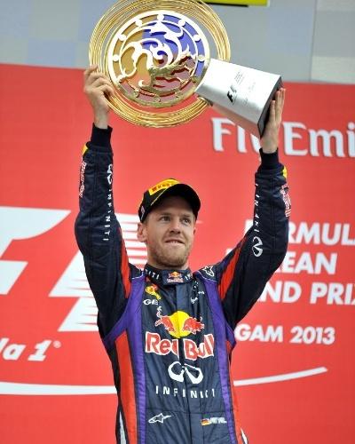 Sebastian Vettel comemora a quarta vitória seguida, agora na Coreia; o resultado já faz com que ele possa conquistar o tetra no próximo GP, no Japão