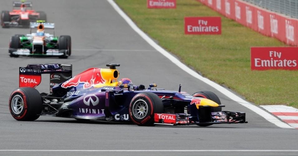 Sebastian Vettel fez excelente largada e não teve problemas para manter a ponta