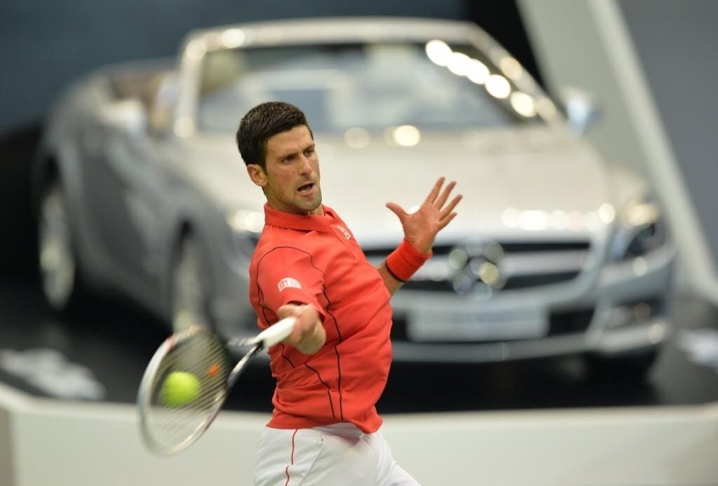09.out.2013 - Novak Djokovic faz jogada durante o triunfo sobre Marcel Granollers em Xangai