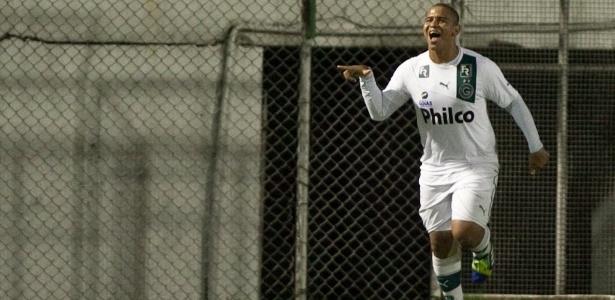 Walter pode retornar ao Goiás, clube pelo qual brilhou entre 2012 e 2013