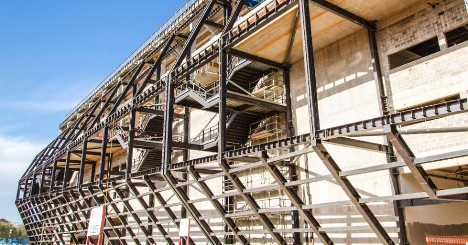 11.set.2013 - Visão externa das obras da Arena Pantanal em setembro