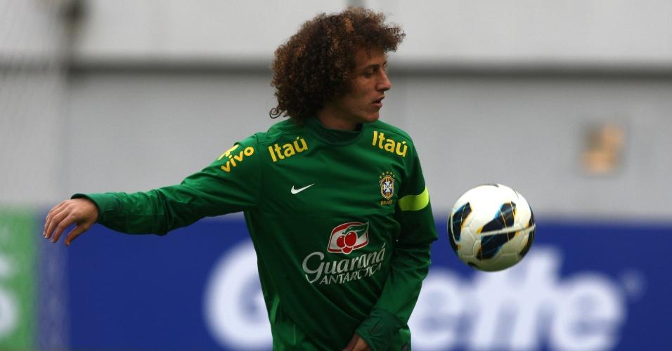 11.out.2013 - David Luiz participa de treino da seleção brasileira em Seul