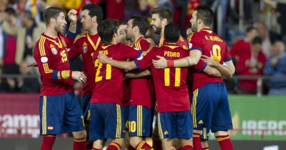 11.out.2013 - Jogadores da Espanha comemoram gol sobre Belarus em jogo das eliminatórias da Copa do Mundo-2014; espanhóis venceram por 2 a 1