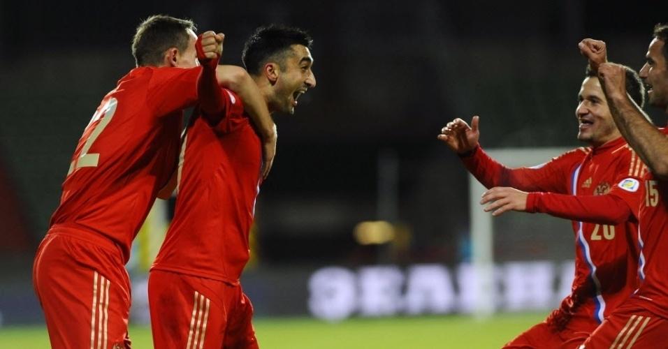 11.out.2013 - Jogadores da Rússia comemoram gol marcado por Alexander Samedov na partida contra Luxemburgo pelas Eliminatórias da Europa para a Copa do Mundo