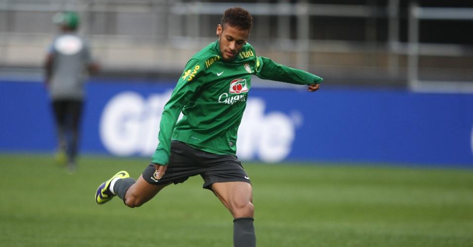 11.out.2013 - Neymar treinou normalmente nesta sexta-feira e deverá atuar no sábado contra a Coreia do Sul