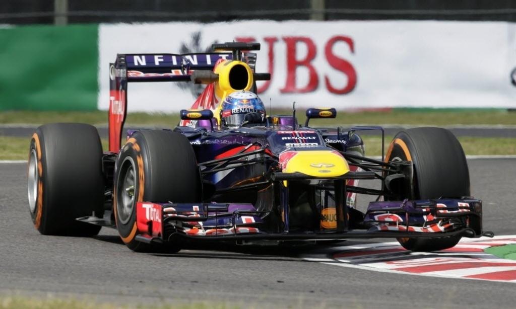 11.out.2013 - Sebastian Vettel conduz sua Red Bull durante os treinos desta sexta em Suzuka