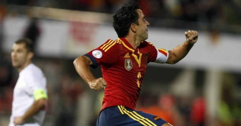 11.out.2013 - Xavi comemora após abrir o placar para a Espanha contra Belarus pelas eliminatórias da Copa-2014; espanhóis venceram por 2 a 1