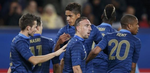 bdfa6febb5 Jogadores da França comemoram gol marcado no amistoso contra a Austrália