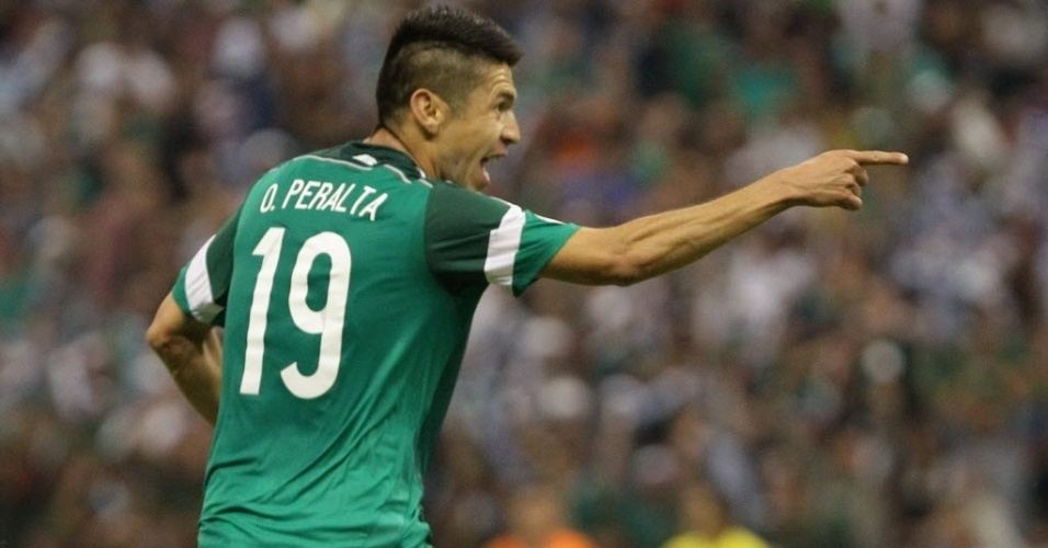11.out.2013 - Oribe Peralta, do México, comemora gol na vitória por 2 a 1 sobre o Panamá pelas eliminatórias da Copa-14