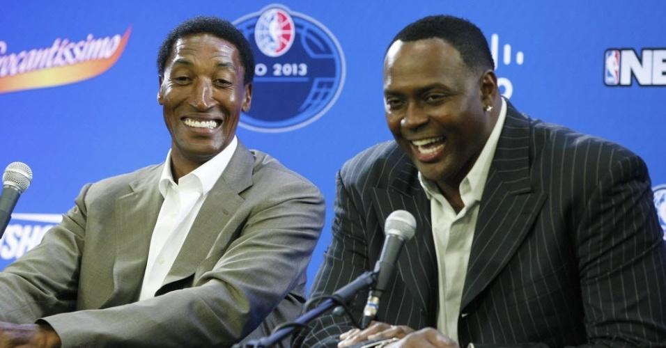 12.out.2013 - Scottie Pippen e Horace Grant participam de entrevista coletiva antes de jogo entre Chicago Bulls e Washington Wizards no Rio de Janeiro