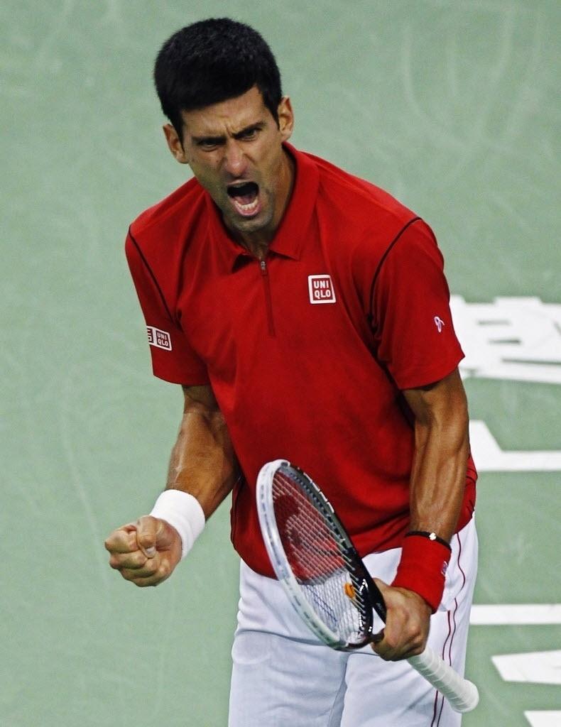 13.out.2013 - Novak Djokovic vibra com ponto na final de Xangai