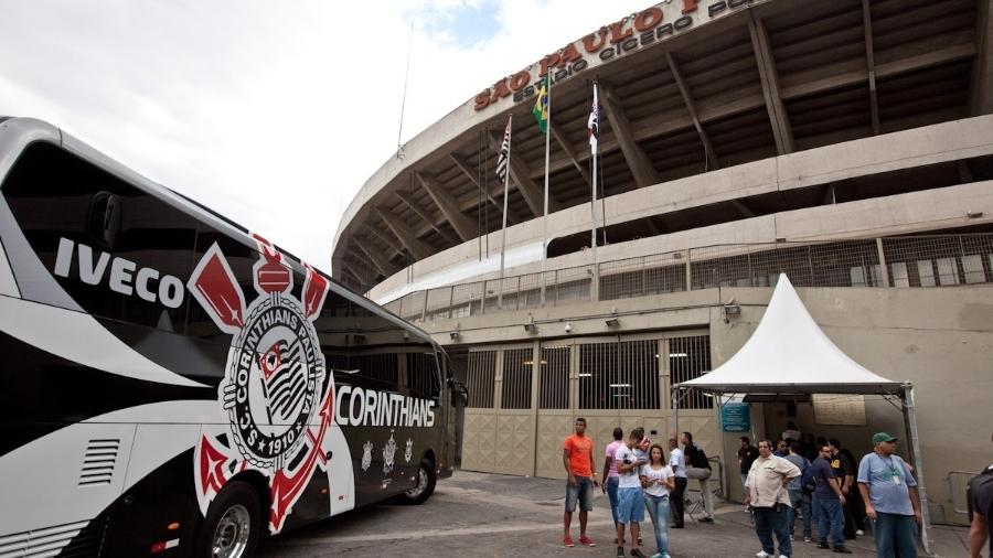Corinthians chega ao Morumbi para o jogo contra o São Paulo em jogo da temporada 2013 - Simon Plestenjak/UOL