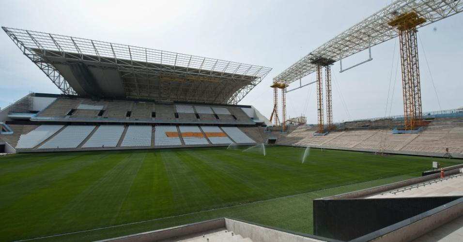 13.out.2013 - Vista do estádio do Corinthians durante visita da comissão técnica de operações da Fifa