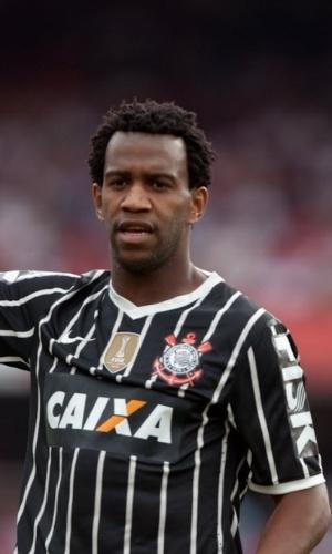 13.out.2013 - Zagueiro Gil gesticula durante partida entre Corinthians e São Paulo no Morumbi