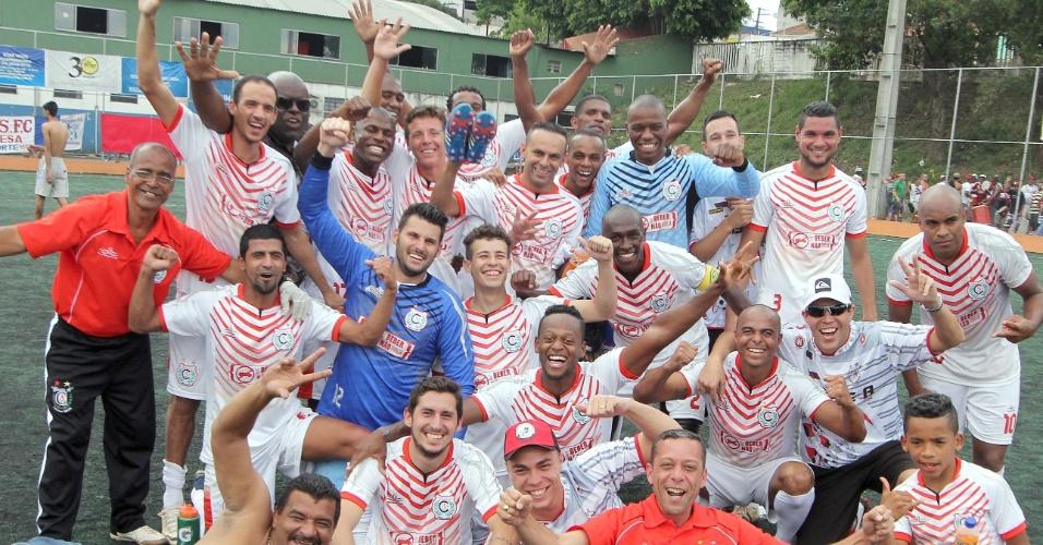 Jogadores do Classe A comemoram vitória e chance de disputar a final da Série B da Copa Kaiser
