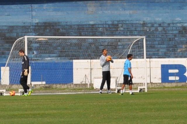 14.10.2013 - Dida trabalha normalmente e deve reassumir titularidade no Grêmio