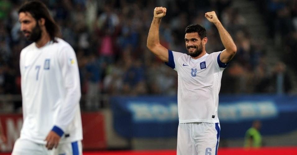 11.out.2013 - Alexandros Tziolis (à direita), da Grécia, celebra gol da seleção grega contra a Eslováquia pelas eliminatórias da Copa-14; gregos venceram por 1 a 0
