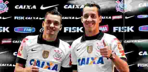 Rodriguinho apresentado ao lado de Diego Macedo no Corinthians em 2013 - Rodrigo Coca/Ag. Corinthians - Rodrigo Coca/Ag. Corinthians