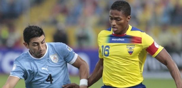 O jogador equatoriano Valencia (dir) é o mais veloz do mundo, segundo a Fifa