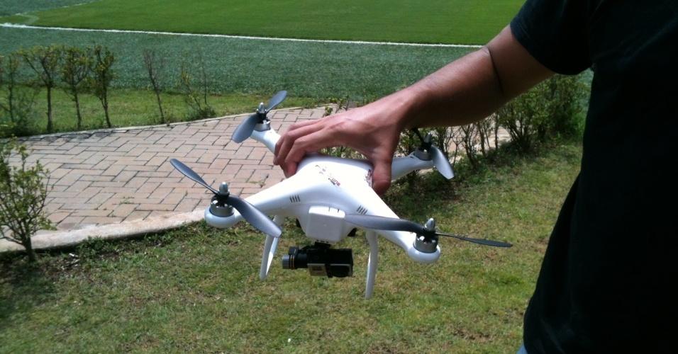 15.10.2013 - Imagem do drone utilizado pelo Corinthians para a filmagem de seu treinamento