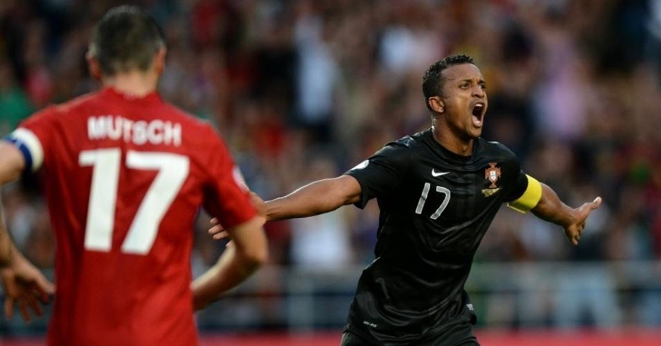 15.out.2013 - Nani comemora após marcar um dos gols da vitória por 3 a 0 de Portugal sobre Luxemburgo pelas eliminatórias da Copa-2014