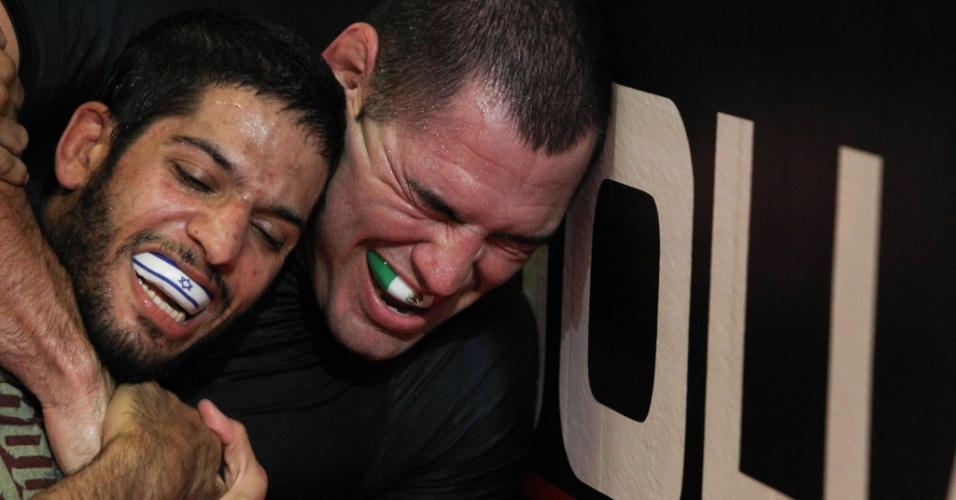 Cain Velasquez encerrou seus treinos para a luta contra Junior Cigano no UFC 166