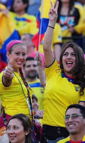 15.out.2013 - Torcedoras do Equador vibram durante o jogo contra o Chile