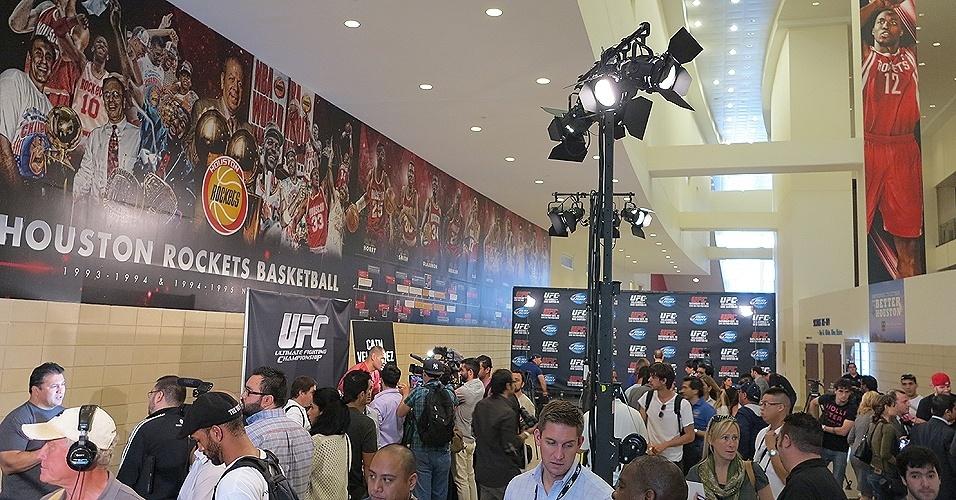 17.ou.2013 - Lutadores atenderam à imprensa em evento prévio ao UFC 166