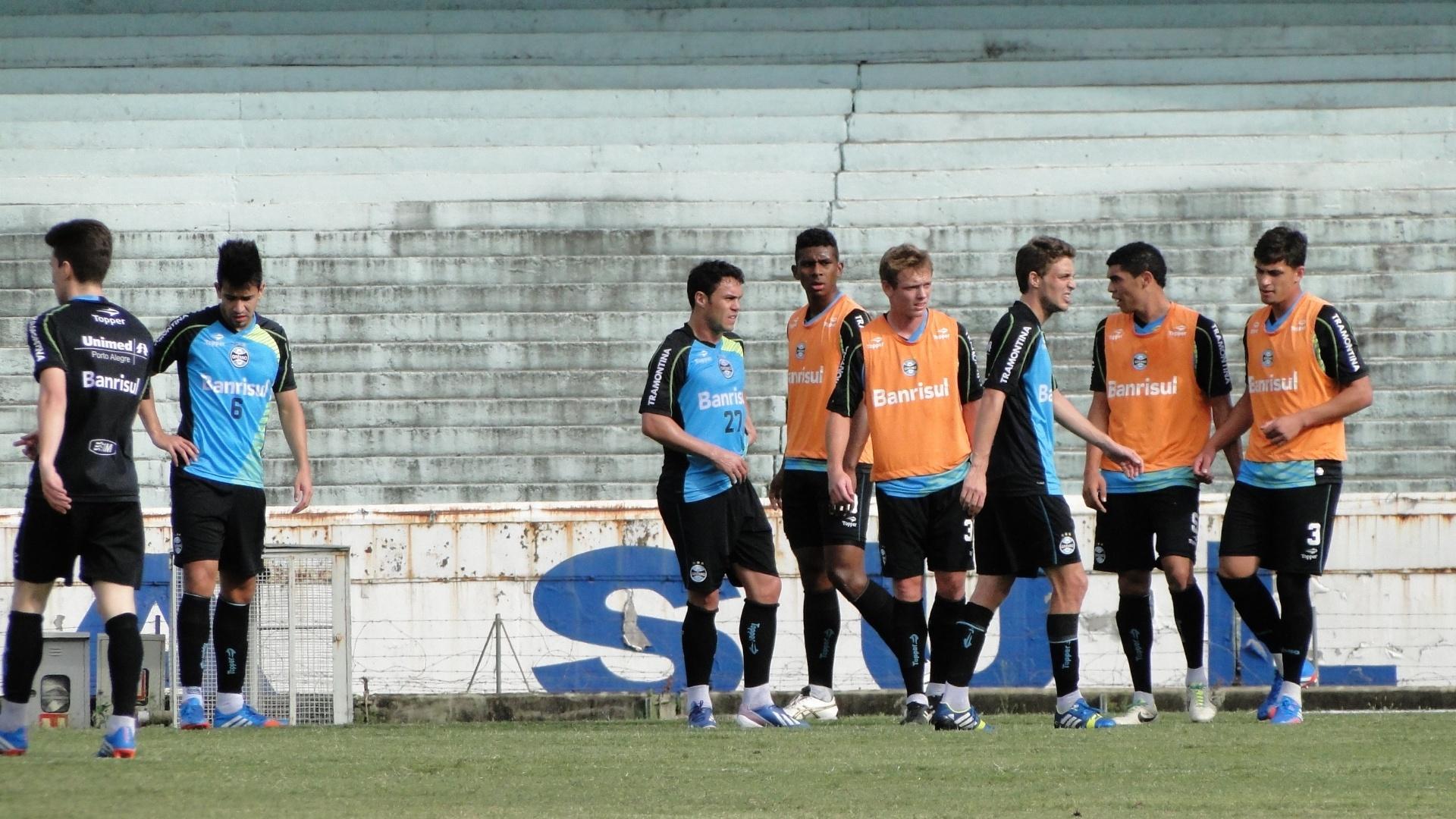 Atacante Kleber durante treino dos reservas do Grêmio no gramado principal do estádio Olímpico (17/10/2013)