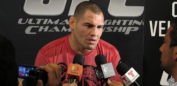 Cain Velásquez criticou a postura de McGregor ao não participar de coletiva de imprensa - Jorge Corrêa/UOL