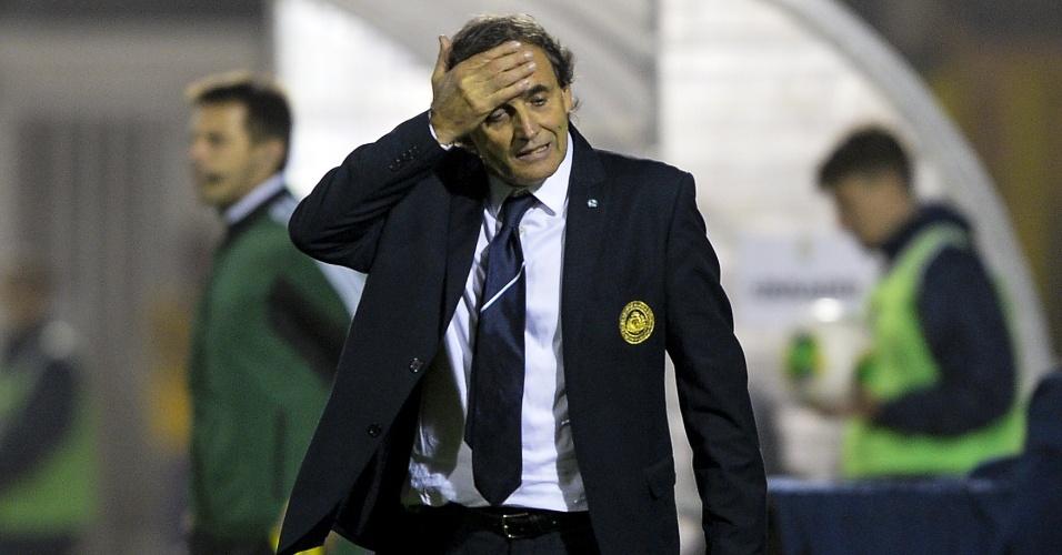 15.out.2013 - Giampaolo Mazza, treinador de San Marino, lamenta goleada de 8 a 0 sofrida para a Ucrânia pelas eliminatórias da Copa-2014