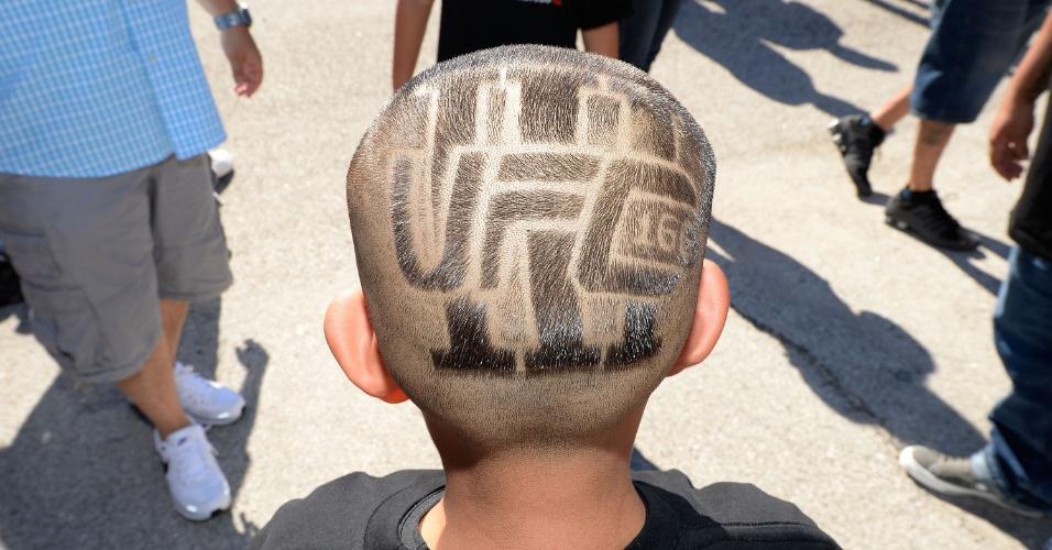 Torcedor mirim faz penteado em homenagem ao UFC