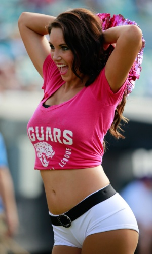 20.out.2013 - Cheerleader do Jacksonville Jaguars antes de duelo contra o San Diego Chargers, na Florida