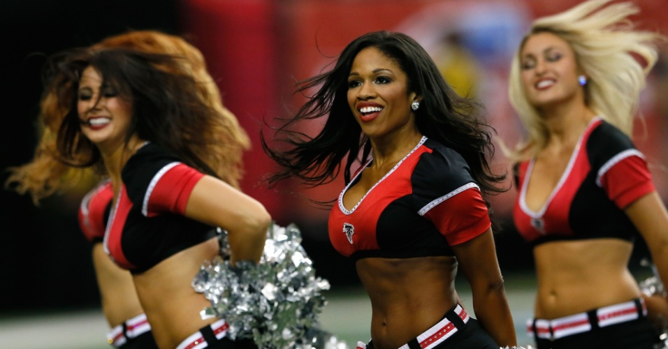 20.out.2013 - Cheerleaders do Atlanta Falcons se apresentam antes de duelo contra o Tampa Bay Buccaneers