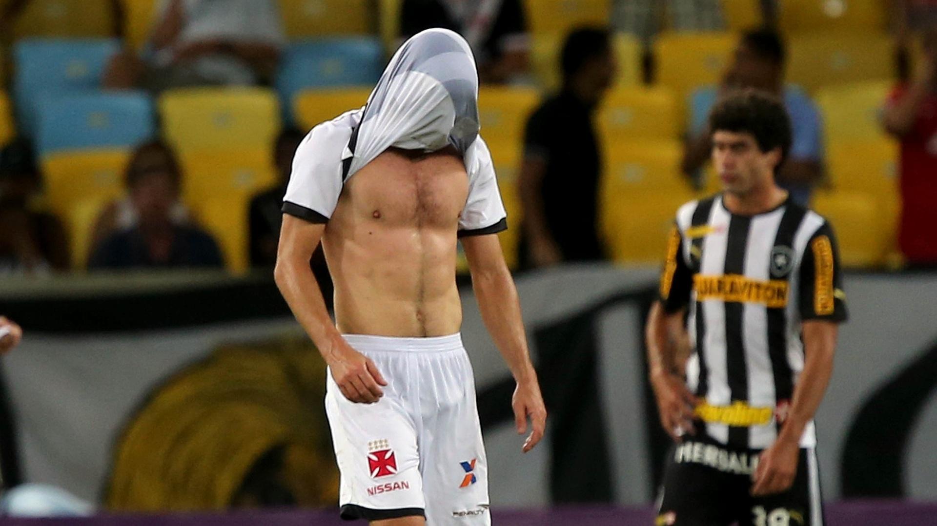 20.out.2013 - Juninho Pernambucano entrou na segunda etapa, deu duas assistências, mas lamentou o resultado