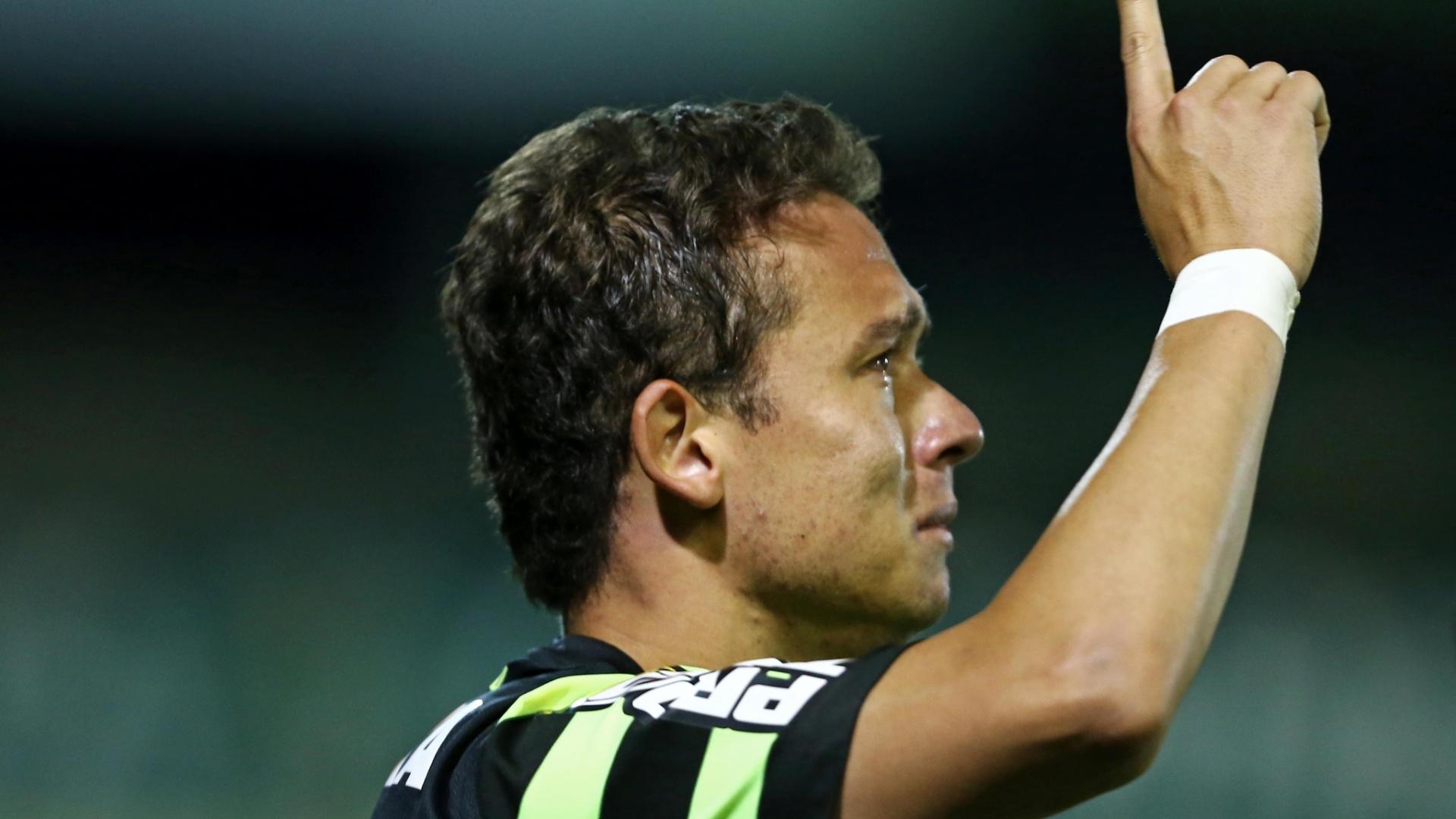20.out.2013 - Keirrison marcou o gol da vitória do Coritiba sobre o Cruzeiro por 2 a 1