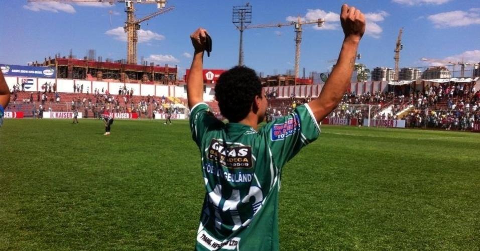 20.out.2013 - Na final da Copa Kaiser, em contra ataque nos acréscimos, Mazinho toca na saída de Dida: 2 a 0 e vitória definida