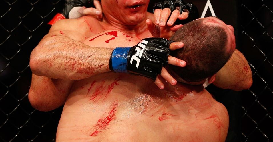 Cigano tenta se desvencilhar de Velasquez no UFC 166