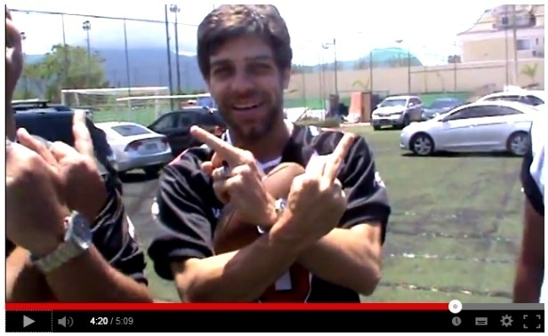 Juninho Pernambucano faz gesto de torcida organizada em vídeo na internet
