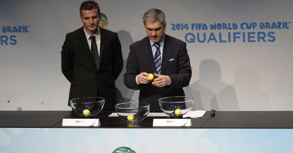 21.10.2013 - Sorteio colocou Portugal x Suécia como principal confronto da repescagem europeia para a Copa do Mundo
