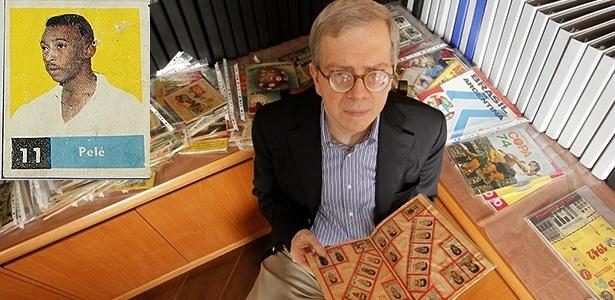 Desembargador Moacir Peres tem maior coleção de álbuns de futebol do país, com a 1ª figurinha do Rei - Reinaldo Canato/UOL