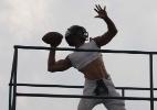Jogador de futebol americano tem cabelo arrancado durante partida da NFL - Mark Dalton/Twitter