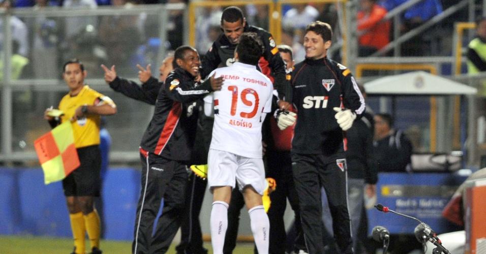 23.out.2013 - Aloisio comemora um de seus gols na partida entre São Paulo e Universidad Católica, pela Copa Sul-Americana