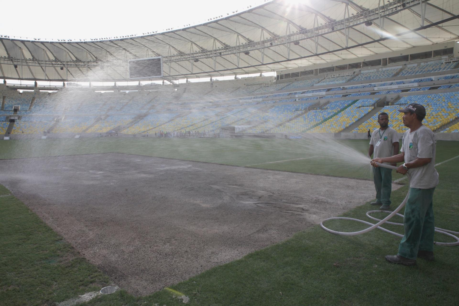 Gramado do Maracanã passa por reparos antes de jogo da Copa do Brasil