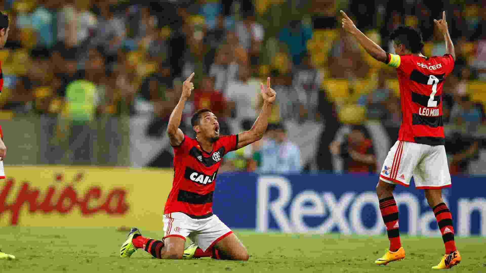 Hernane, do Flamengo, comemora gol sobre o Botafogo no Maracanã - Marcelo de Jesus/UOL